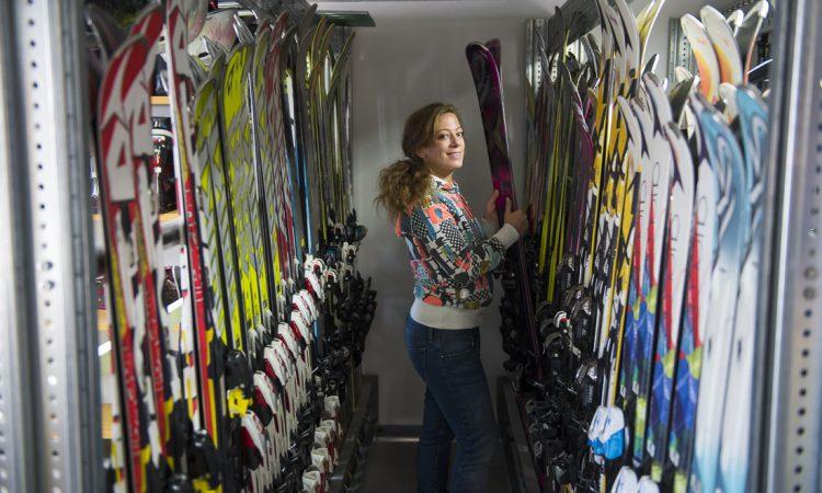 Как правильно выбрать лыжи и палки для взрослого