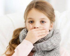 При инфекционном заражении першение сопровождается сухим кашлем