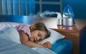 Увлажнить в комнате воздух для предотвращения кашля