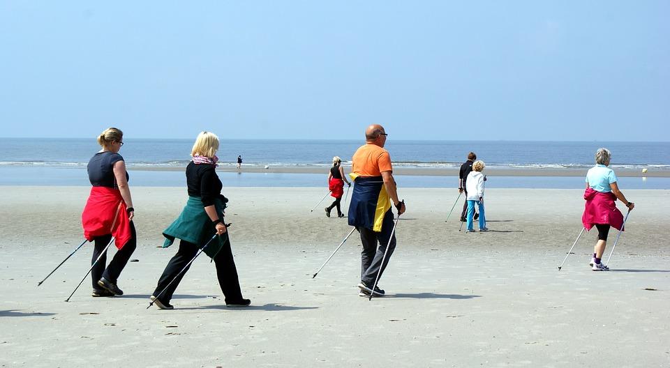 Скандинавская ходьба с палками: польза и вред, техника ходьбы
