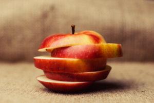 кусочки яблока