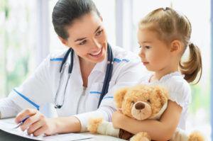 Перед началом лечения кашля банками у детей необходимо обязательно заручиться согласием педиатра