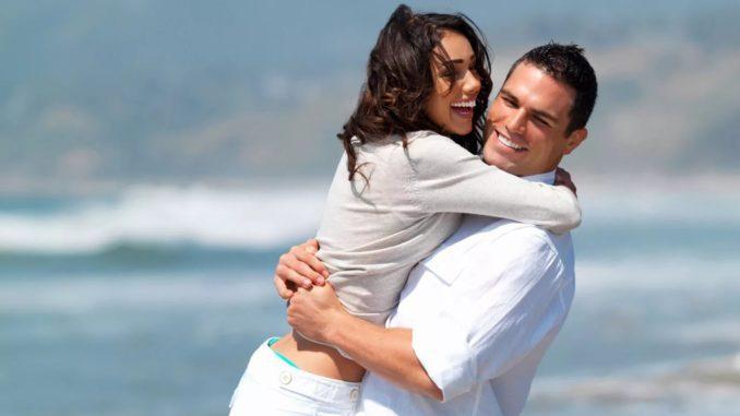 мужчина и девушка счастливы