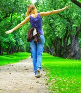 Ежедневные прогулки на свежем воздухе для профилактики кашля