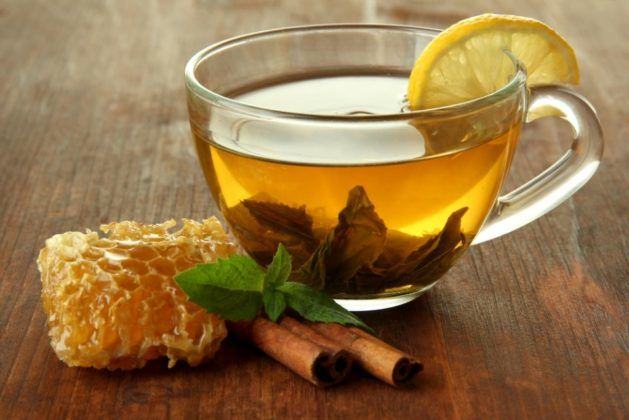 Травяной чай с лимоном и медом
