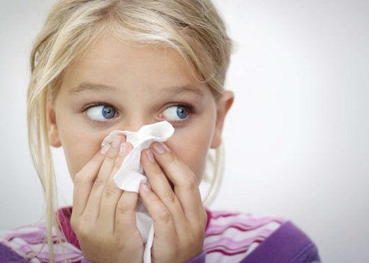 Из носа может вытекать слизь