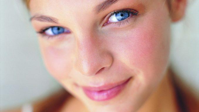 у девушки аллергия на лице