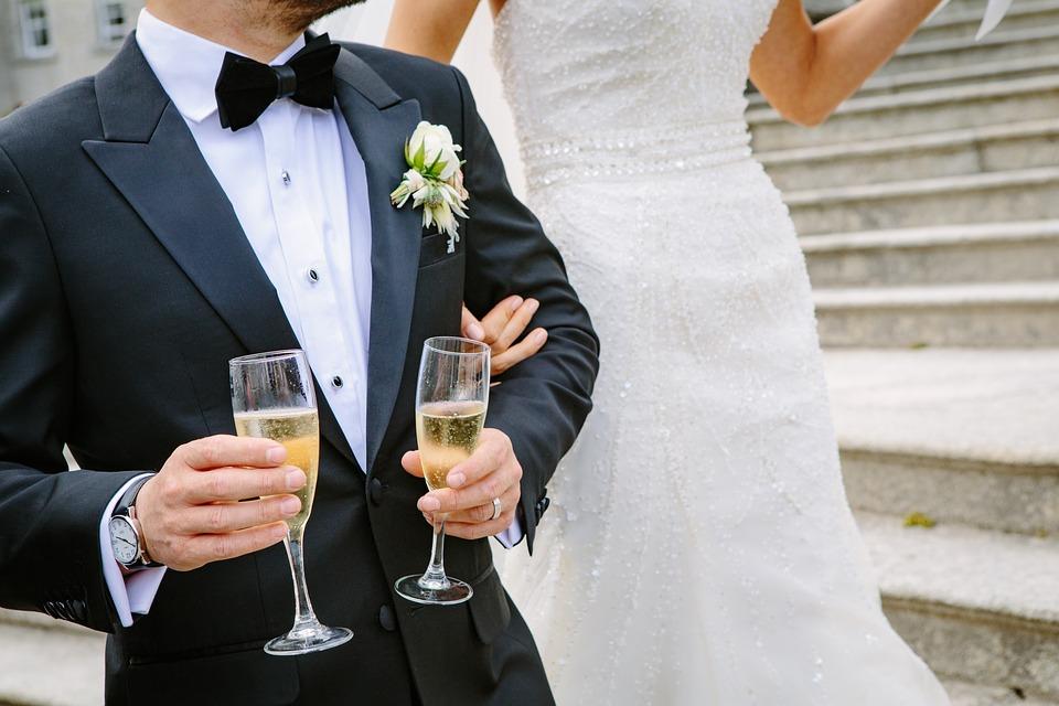 нужно ли разбивать бокалы на свадьбе