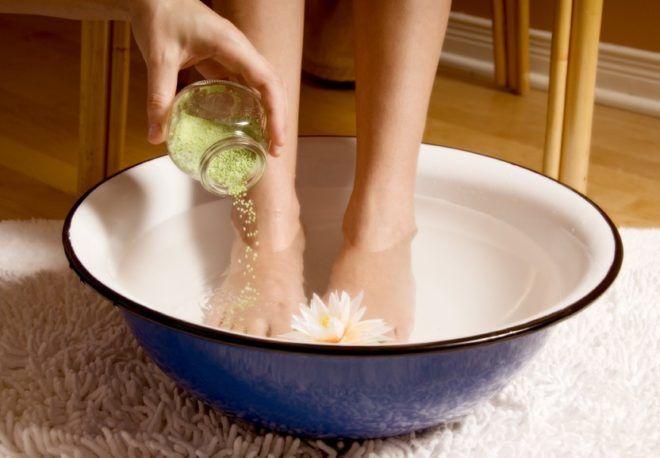 При бронхите хорошо помогает горчичные прогревания ног