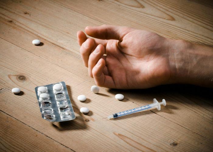 Отравление наркотиками или медикаментами