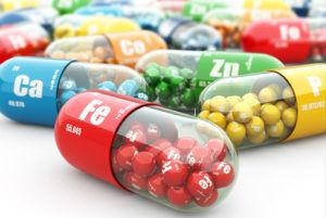 Для профилактики кашля стоит употреблять витаминный комплекс