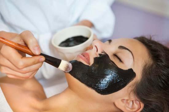 Черная маска из угля и желатина: популярные рецепты