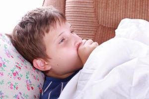 Кашель без температуры может возникнуть при защемлении воспалительных нервов