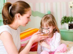 Обильное теплое питье детям при пневмонии