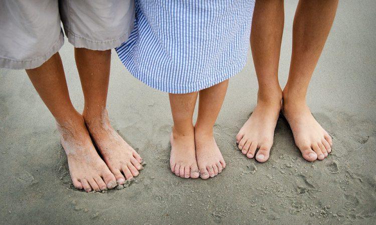 Почему полезно ходить босиком и как это делать правильно