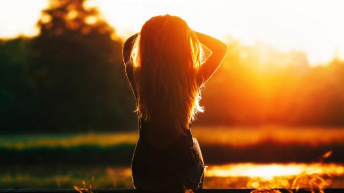 девушка на солнце