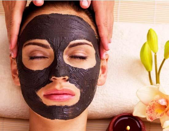 Сколько держать маску из черной глины на лице?