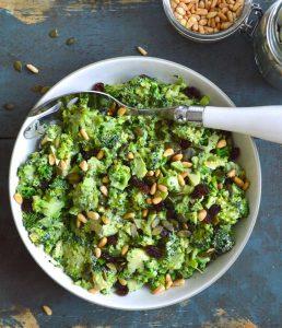 Салаты из сырой брокколи: чем полезны, 7 рецептов