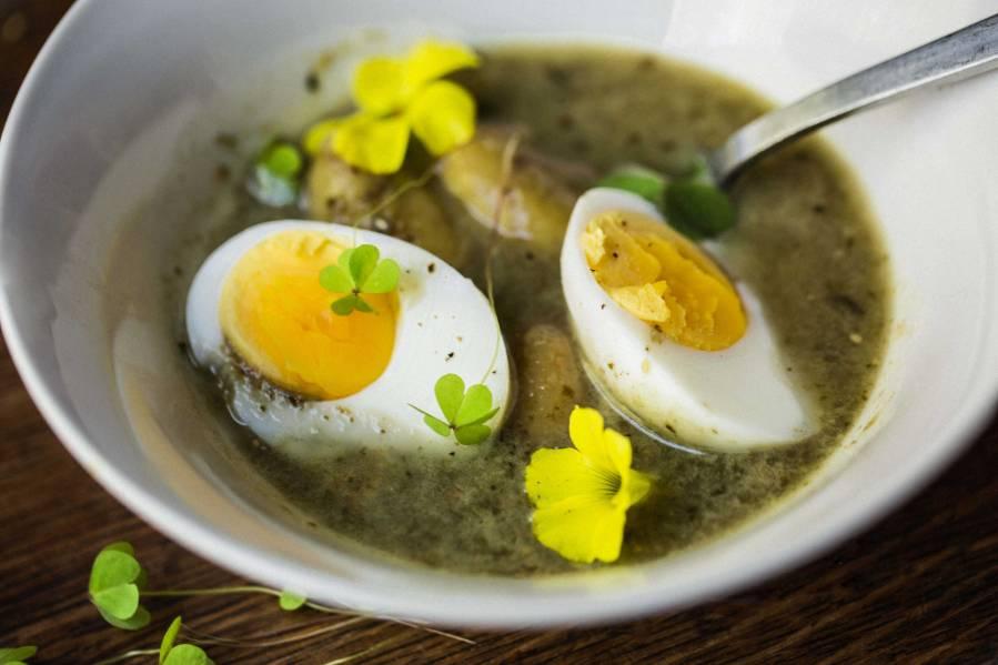 Зеленые щи с щавелем и яйцом: 5 диетических рецептов