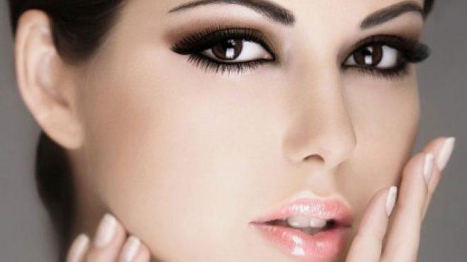 карсивый макияж у девушки