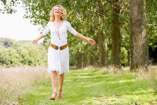 Мелкие прыщи на лбу: причины появления и методы лечения