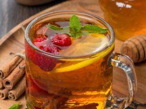 Чай с листьями малины для лечения кашля в период лактации