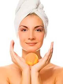 Правильно используем персиковое масло для лечения прыщей