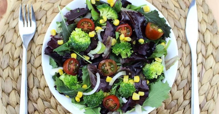 салат из брокколи с базиликом