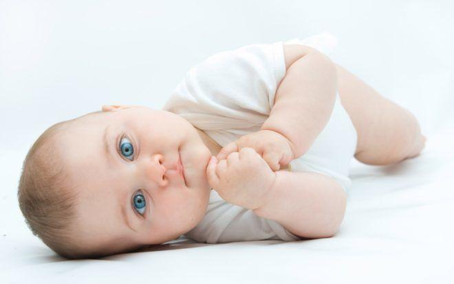 Сложнее всех переносят болезнь грудные дети