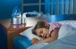 Нужно следить за уровнем влажности в помещении для профилактики кашля
