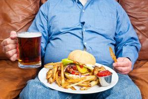 Не злоупотреблять жирной пищей для профилактики сердечного кашля