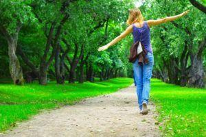 Ежедневные прогулки на свежем воздухе для профилактики пневмонии