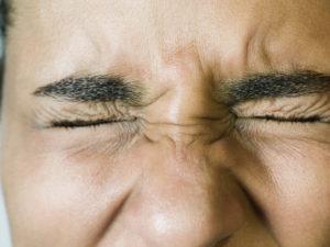 зажмуренные глаза