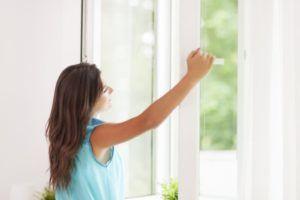 Регулярно проветривать жилые комнаты для профилактики кашля