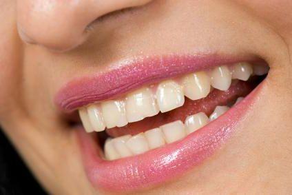 Заеды в уголках губ: причины и лечение