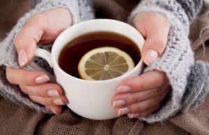 Теплое питье для профилактики кашля при вдохе