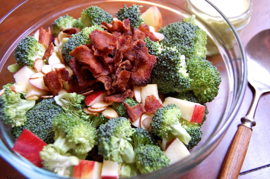 рецепты салатов из сырой брокколи