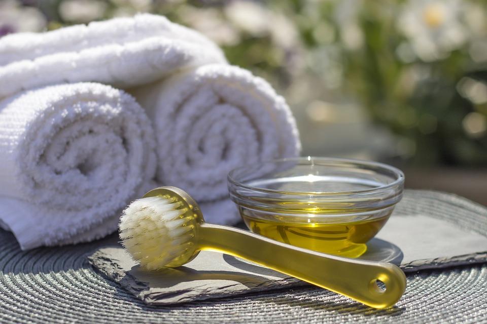 Как и чем делать антицеллюлитный массаж в домашних условиях