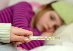При высокой температуре лечение спиртом запрещено