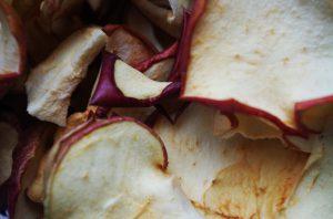 Сушеные яблоки: польза и вред, распространенные мифы
