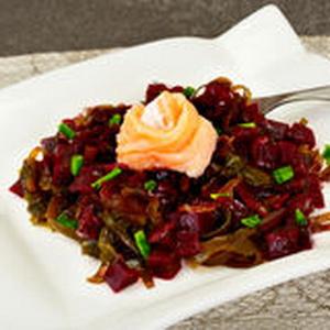 Простые и вкусные салаты с морской капустой: 10 рецептов с фото