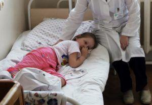 Детей сразу госпитализируют при обнаружении пневмонии