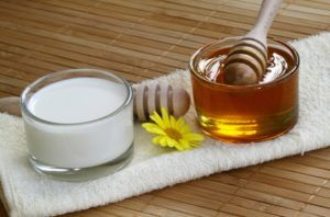 Теплое молоко с медом против кашля