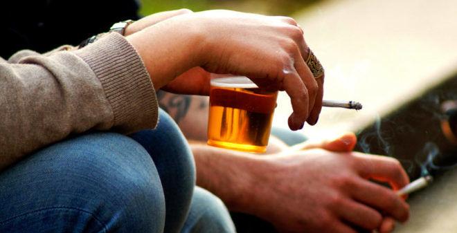 Безсимптомная пневмония происходит по причине злоупотребления алкоголем и курением