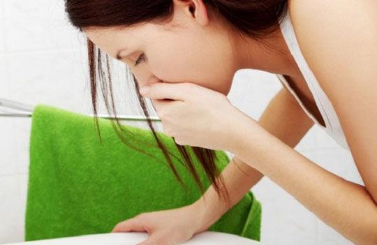 При передозировке может возникнуть такой симптом как тошнота