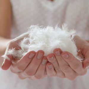 От перьевых подушек лучше отказаться в целях профилактики аллергического кашля