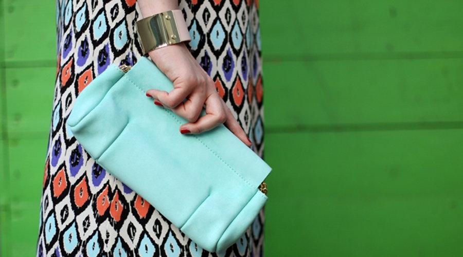 бирюзовый клатч с чем носить