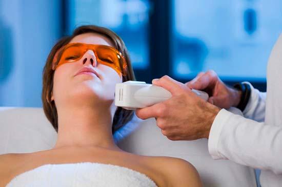 Что такое фототерапия и как она поможет в лечении акне